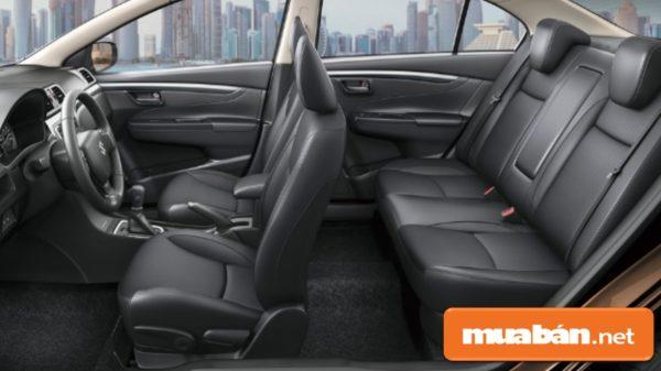 Nội thất đẹp, rộng rãi và sang trọng với ghế bọc da cao cấp, các thiết bị hiện đại.