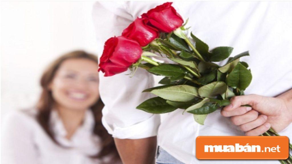 Tặng hoa hồng đỏ vào dịp ngày 8 tháng 3 thể hiện tình cảm của bạn dành cho nàng.