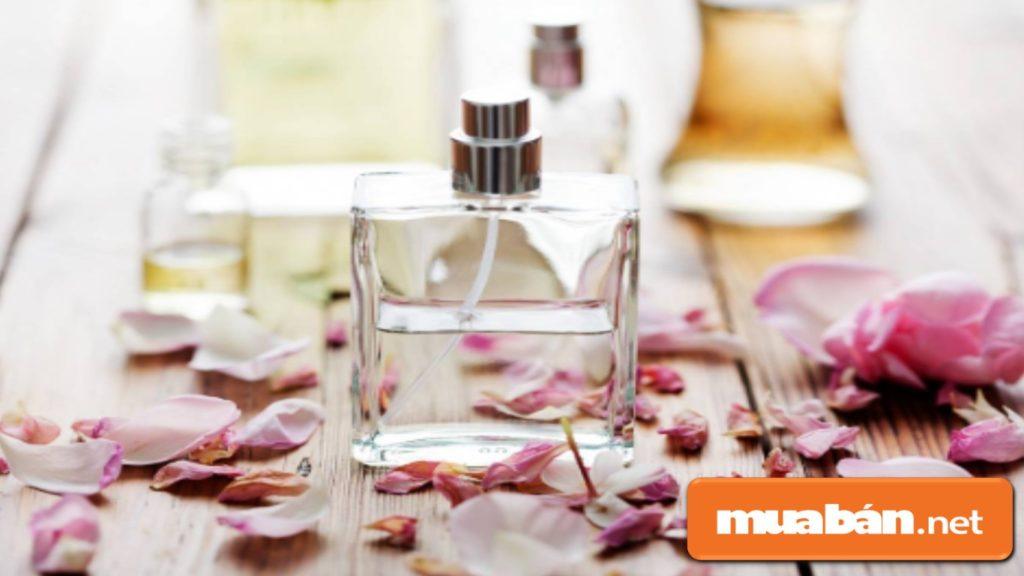 Nếu bạn tặng nước hoa, điều đó mang hàm ý muốn rút ngắn lại khoảng cách hơn trong mối quan hệ này.