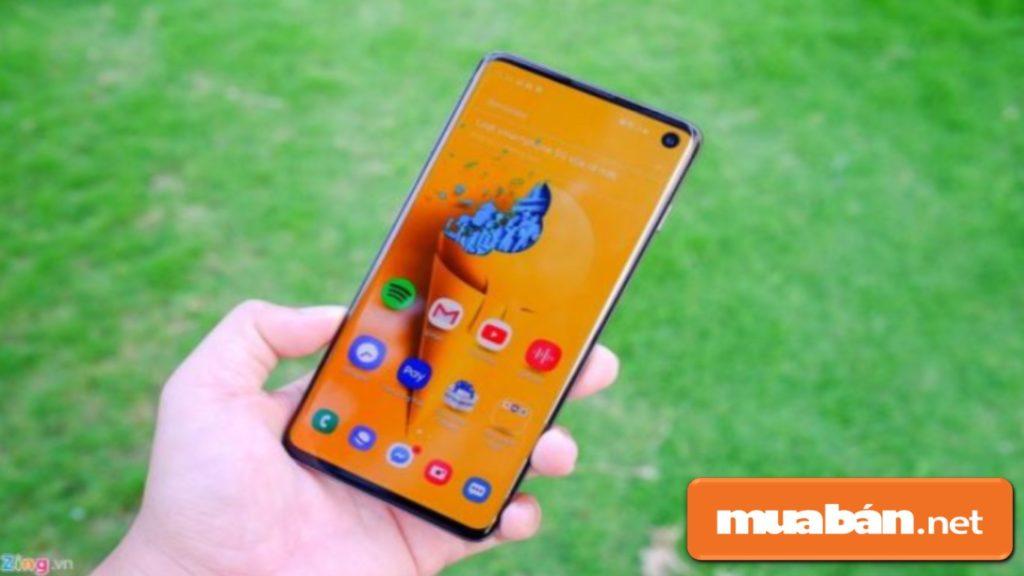 Galaxy S10 có màn hình 6,1 inch, với công nghệ màn hình vô cực Infinity-O.
