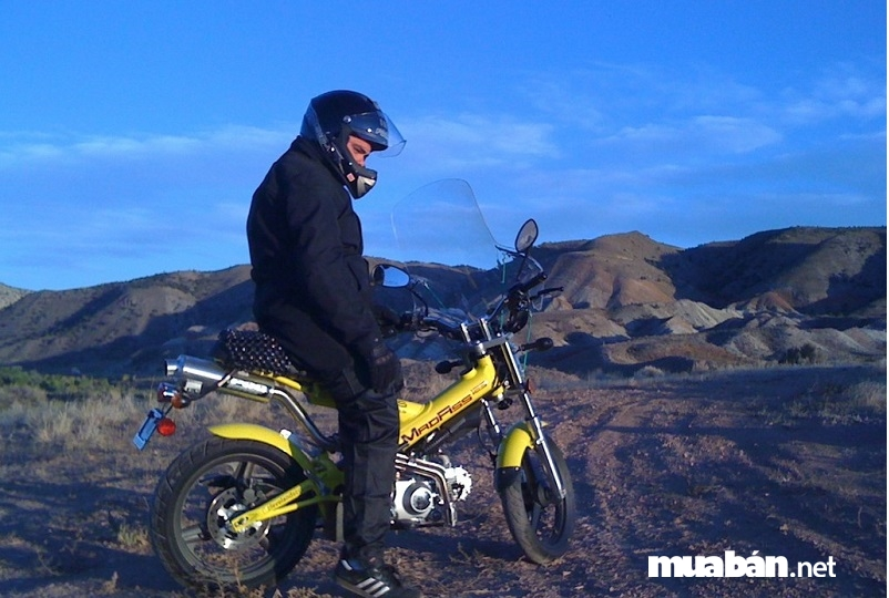 Madass 125 thiết kế đơn giản nhưng độc đáo và khá kén người chạy.