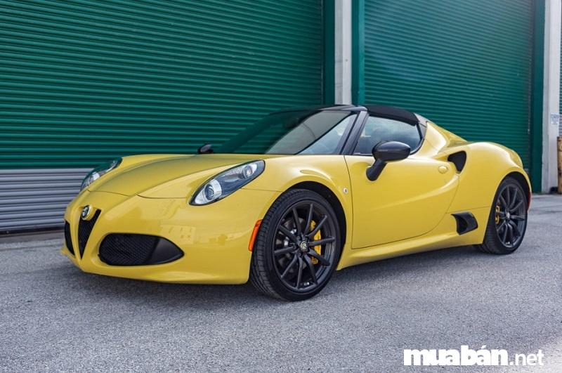 Alfa Romeo 4Ccó thể tăng tốc từ 0-100 km/h trong 4,5 giây, tốc độ tối đa 258 km/h.