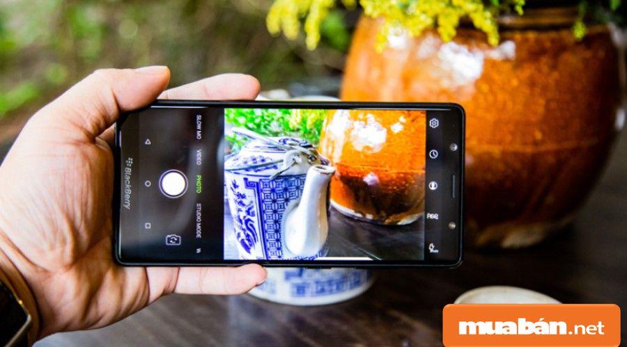 Camera của Black Berry Evolve có khá nhiều tính năng giúp bạn có được những tấm hình chuẩn nhất.