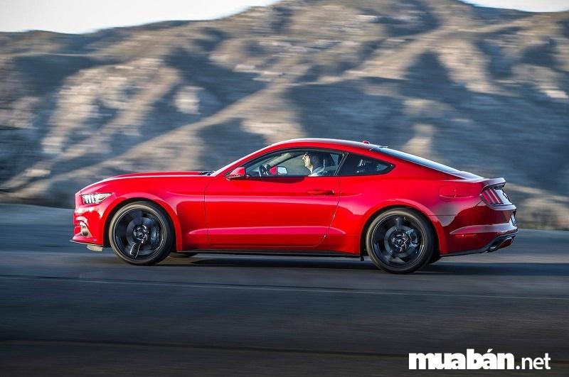 Ford Mustang EcoBoost có khả năng tăng tốc từ 0-96km/h trong vòng chưa đến 5 giây.