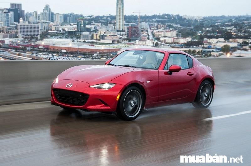Mazda Miata - khiến mọi khách hàng gật gù khen ngợi bởi khả năng vận hành quá tốt.