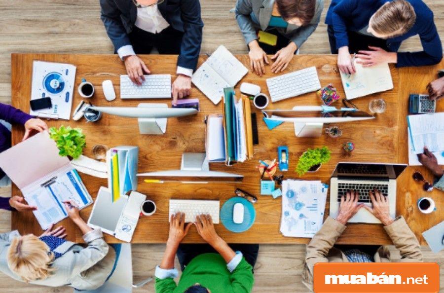 Quản lý sản xuất là người phải có kỹ năng lên lịch trình sản xuất để công việc được hoàn thành đúng tiến độ.