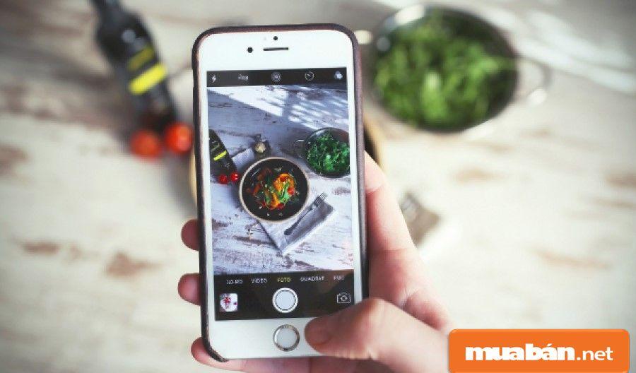 Nếu có năng khiếu về chụp ảnh, biết cách bố trí bố cục thì bạn hãy thử chụp hình đồ ăn cho các quán ăn nhé!