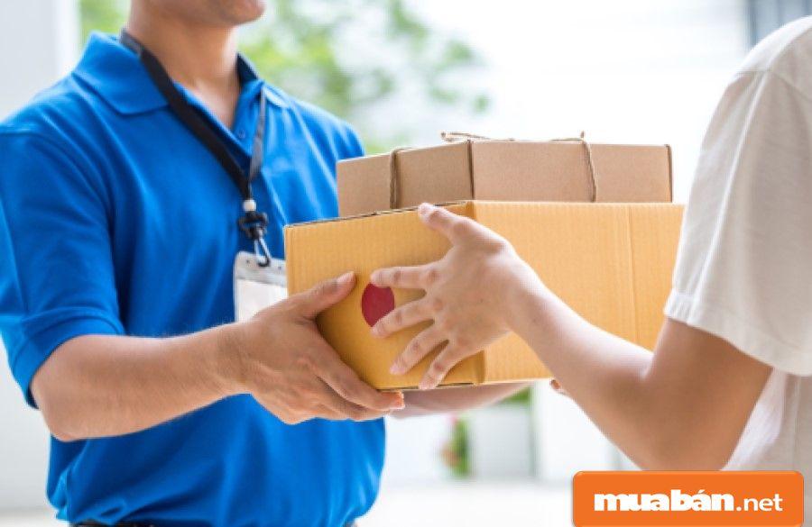 Công việc giao hàng thường thích hợp với các bạn sinh viên nam hơn, vì di chuyển nhiều.
