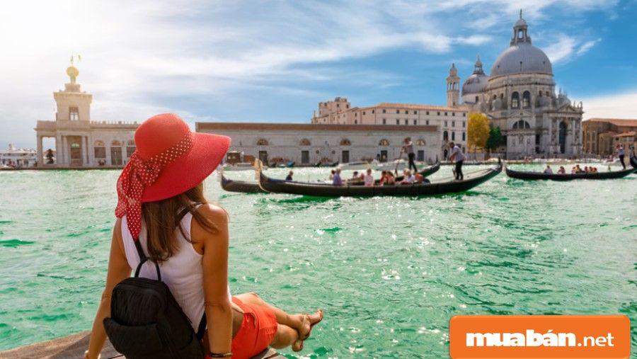 Bạn, hoặc nhóm bạn hãy cùng nhau đi du lịch trải nghiệm cùng nhau, lưu giữ những khoảnh khắc vui vẻ nhất.