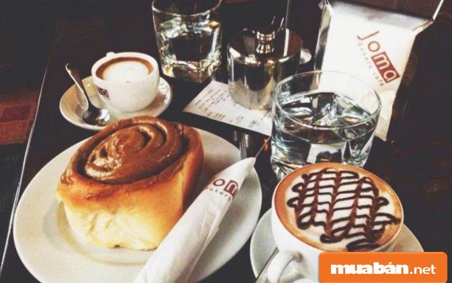 Bạn có thể tận hưởng niềm vui trong ngày Valentine đen bằng chầu cafe, trà sữa hoặc tiệc trà chiều sang chảnh nhé!