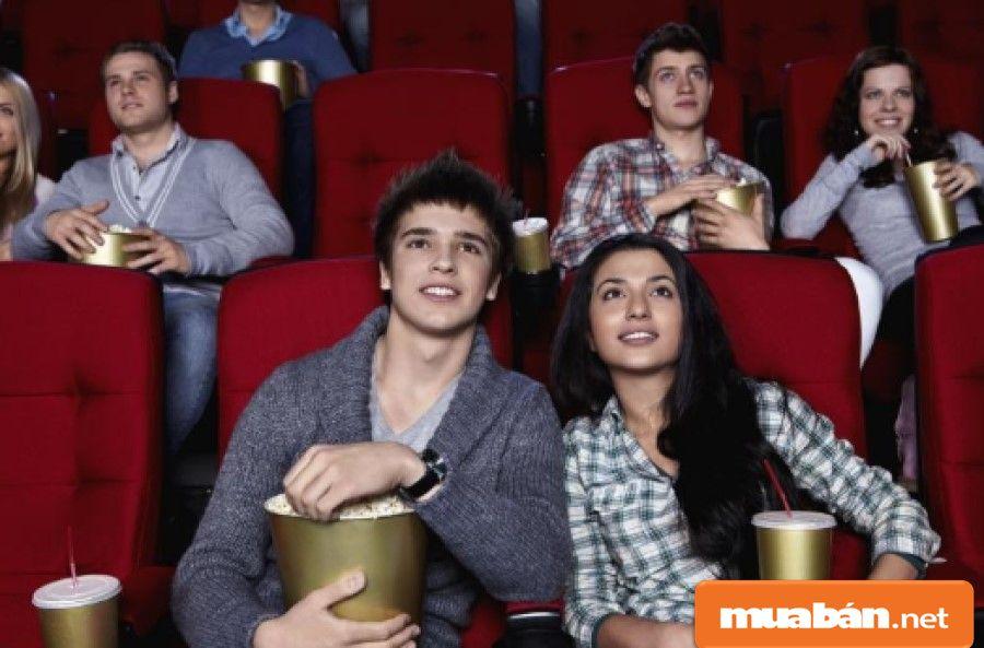 Bạn có thể rủ nhau đi xem phim để giải trí trong ngày này.