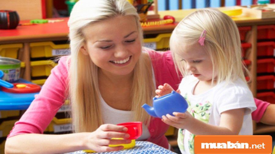 Nếu bạn yêu thích trẻ con và có kỹ năng chăm sóc chúng, hãy tìm kiếm các công việc trông trẻ vào chủ nhật.