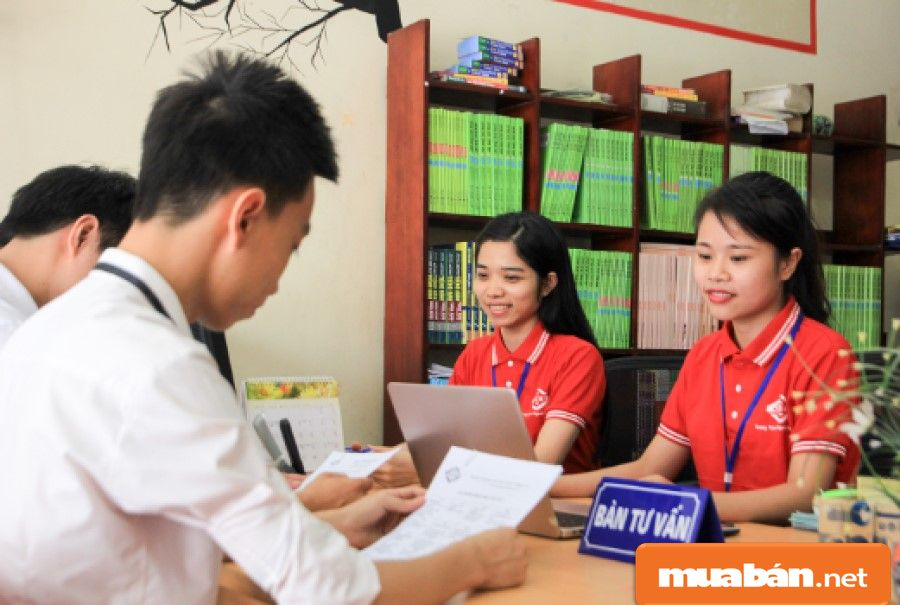 Việc làm tư vấn du học là hỗ trợ, tư vấn, hướng dẫn khách các thông tin liên quan đến chương trình du học.