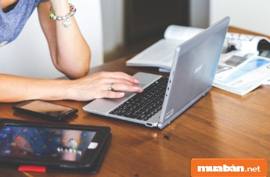 Bạn chia sẻ các sự kiện, đăng các thông tin sản phẩm của công ty lên các trang mạng, diễn đàn...