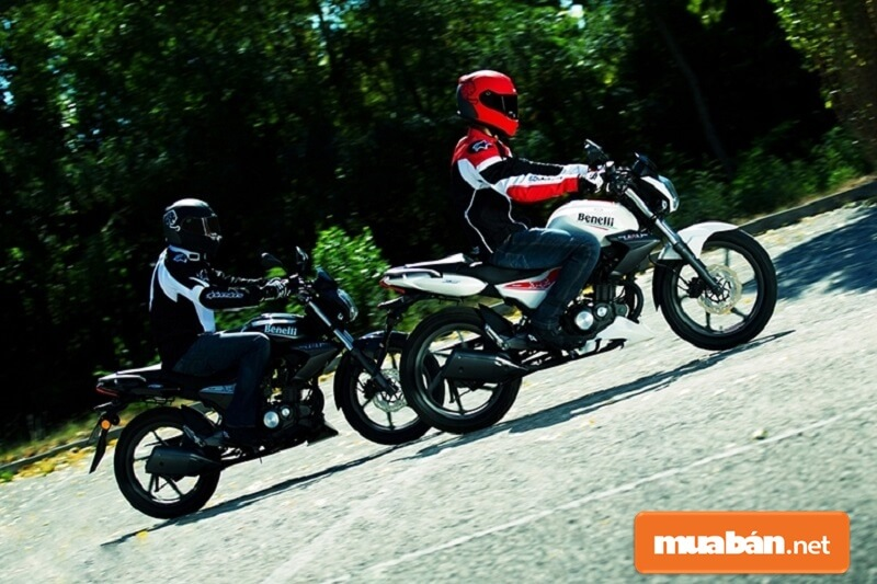 Mẫu xe moto giá rẻ dưới 50 triệu TNT 15 được thiết kế với vẻ ngoại gọn gàng.