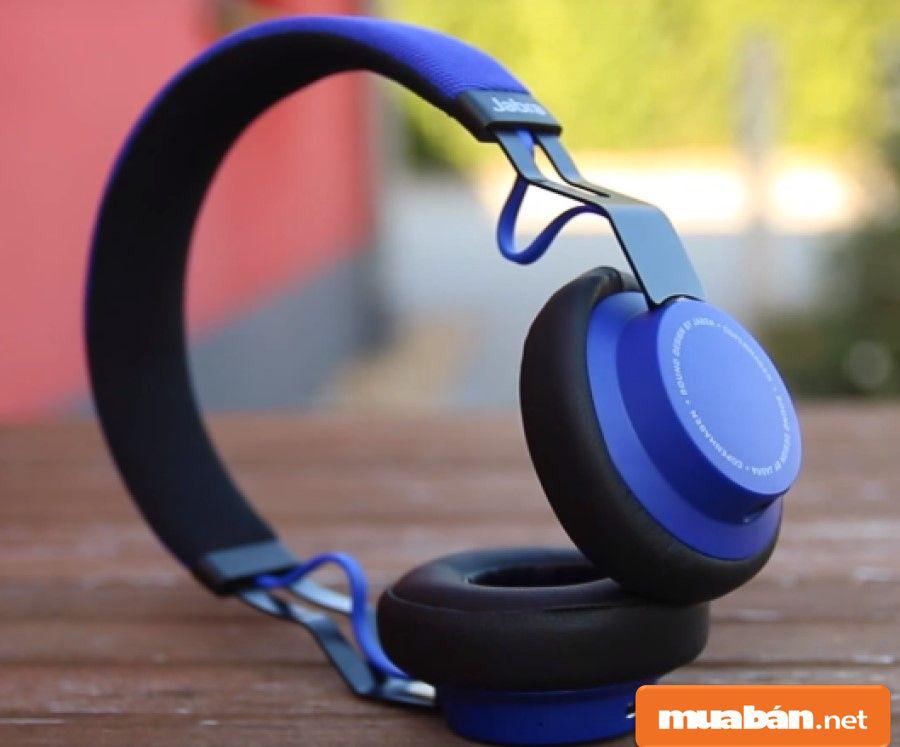 Nếu chọn tai nghe bluetooth chụp thì hãy chọn lớp bọc mềm mại, êm tai.