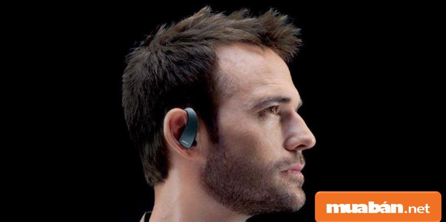 Sử dụng tai nghe bluetooth trong quá trình bạn di chuyển như lái xe... khá phù hợp và tiện lợi.