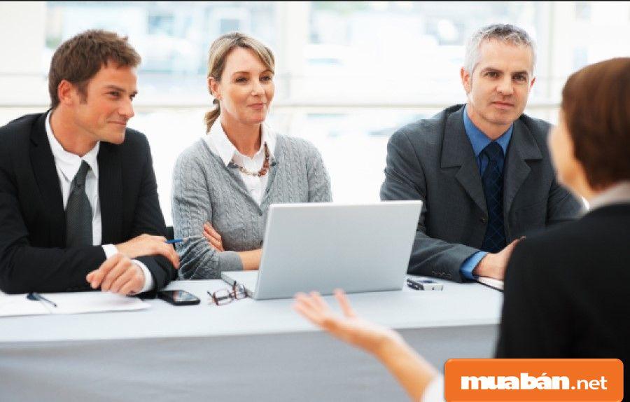 Khi tuyển dụng quản lý cửa hàng không thể thiếu được yêu cầu quan trọng là kinh nghiệm làm việc.