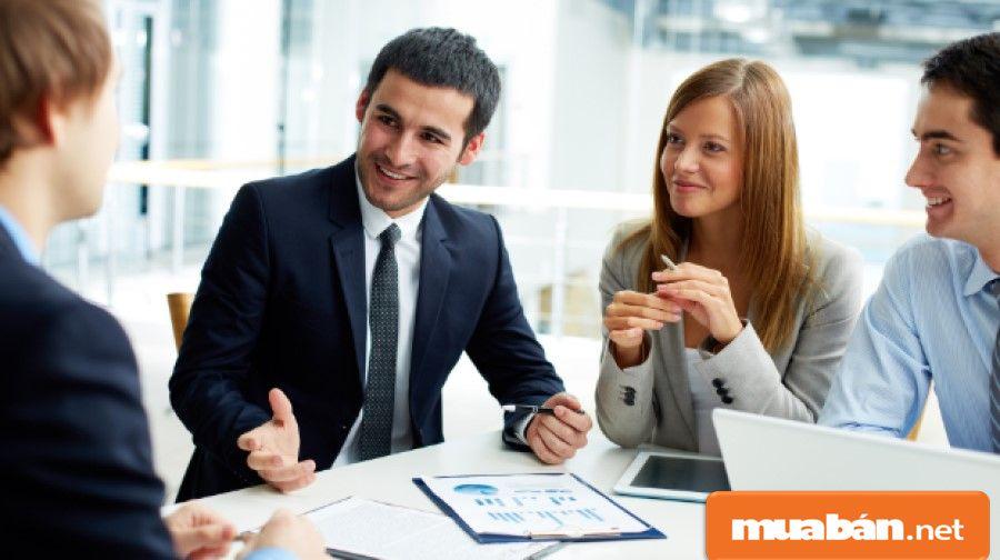 Tuyển dụng quản lý cửa hàng phải yêu cầu có kỹ năng lãnh đạo, để giúp cửa hàng phát triển hơn.