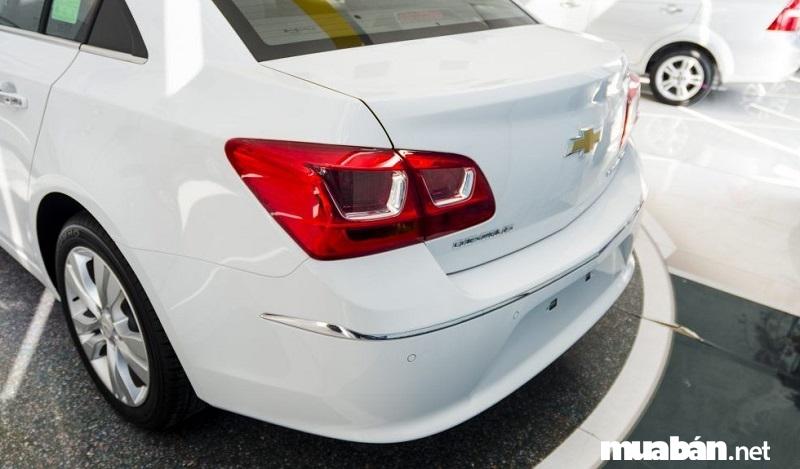 Phần Đuôi Của Dòng Sedan Chevrolet Cruze 2017 Có Thiết Kế Không Đổi So Với Phiên Bản Cũ.