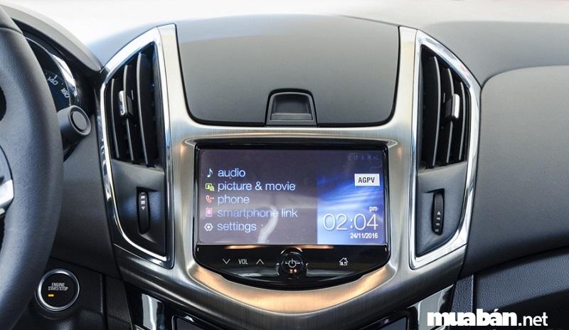 Chevrolet Cruze 2017 còn sở hữu hệ thống giải trí toàn cầu Mylink với màn hình cảm ứng 7 inch