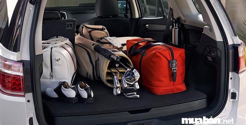 Thì khoang hành lý của Chevrolet Trailblazer 2019 vẫn có thể chứa vừa túi golf hoặc 3 vali cỡ trung.