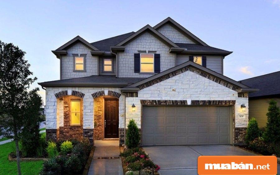 Bạn hãy tham khảo giá cho thuê nhà nguyên căn trên thị trường và các khu vực lân cận nhà của mình trước khi định giá.