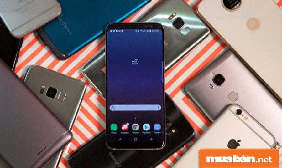 Các điện thoại hàng xách tay hiện nay đang được khá nhiều người lựa chọn vì giá rẻ, mẫu mã phong phú.