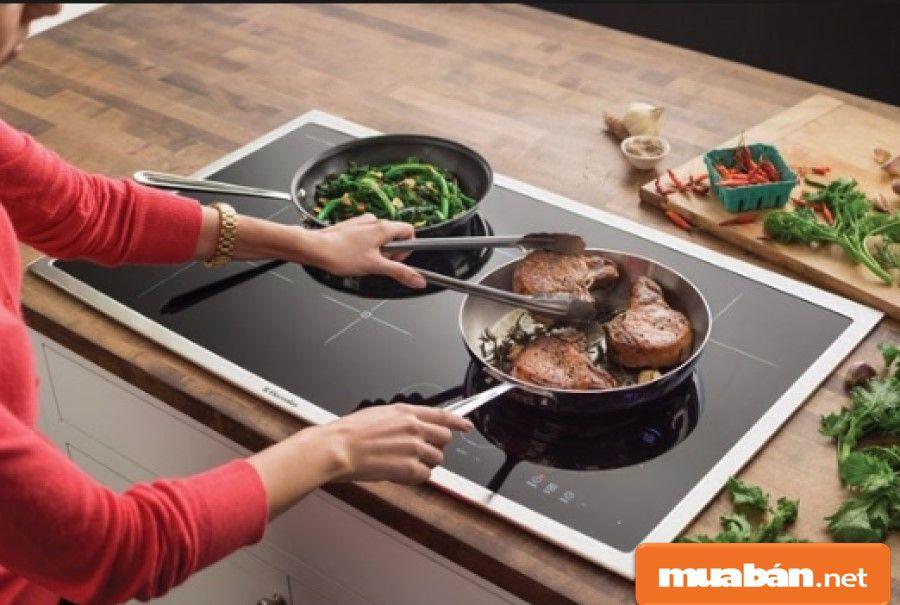 Những dụng cụ nhà bếp cao cấp thường được thiết kế điều khiển hoặc nút cảm ứng để dễ thao tác.
