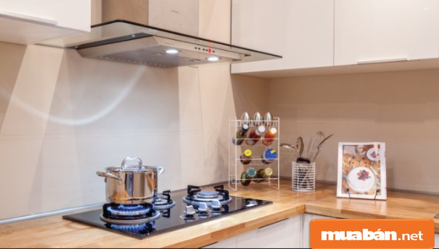 Máy hút mùi rất cần thiết trong các gian bếp hiện đại, nhất là khi bạn ở chung cư.