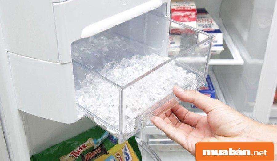 Một số tủ lạnh cao cấp sẽ được hỗ trợ công nghệ làm đá tự động, rất tiện lợi.