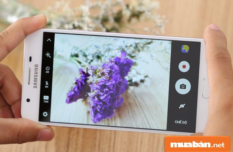 Camera của J7 Prime đủ đáp ứng về yêu cầu ánh sáng cho bạn khi chụp.