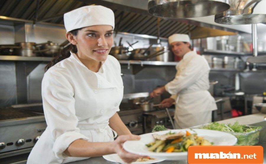 Bạn phải linh hoạt trong công việc và sẽ phải hỗ trợ các bộ phận khác trong giờ cao điểm khi có yêu cầu.