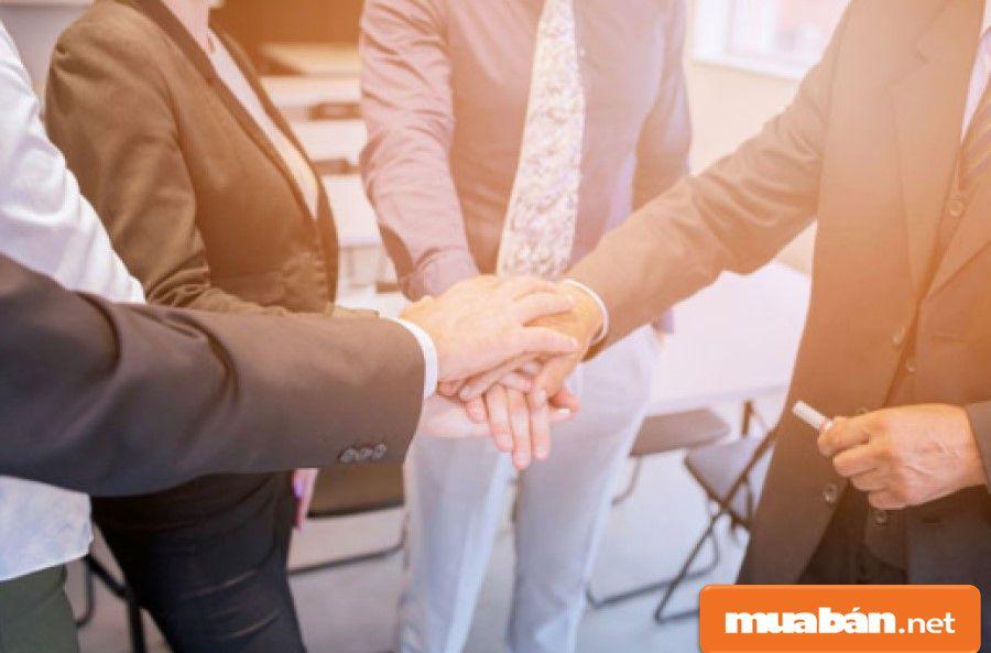 Bạn phải biết cách phối hợp, làm việc nhóm để công việc đạt được hiệu quả cao nhất.