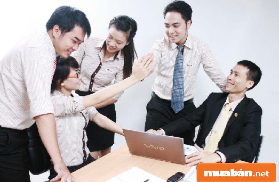 Bạn cần phải có kỹ năng giao tiếp tốt, vì bạn chính là người dung hòa các mối quan hệ trong công ty.
