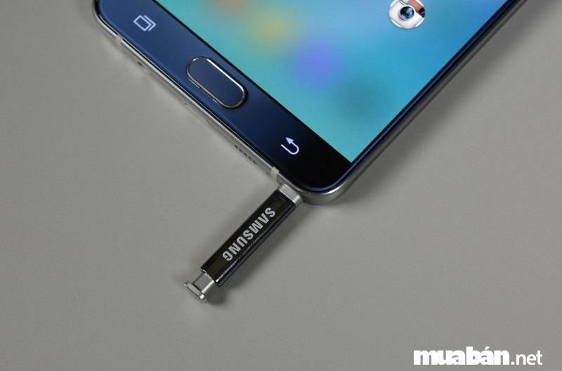 S-Pen là chiếc bút cảm ứng dành cho những điện thoại thuộc dòng Galaxy Note.