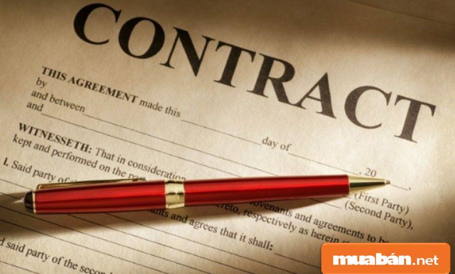 Bạn hãy xem xét kỹ thông tin ghi trong hợp đồng cho thuê của chủ cũ về tiền thuê, đặt cọc, thời gian thuê…
