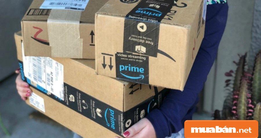 Shipper nhận hàng từ chủ shop, cửa hàng, sắp xếp các đơn hàng phù hợp với tuyến đường đi...