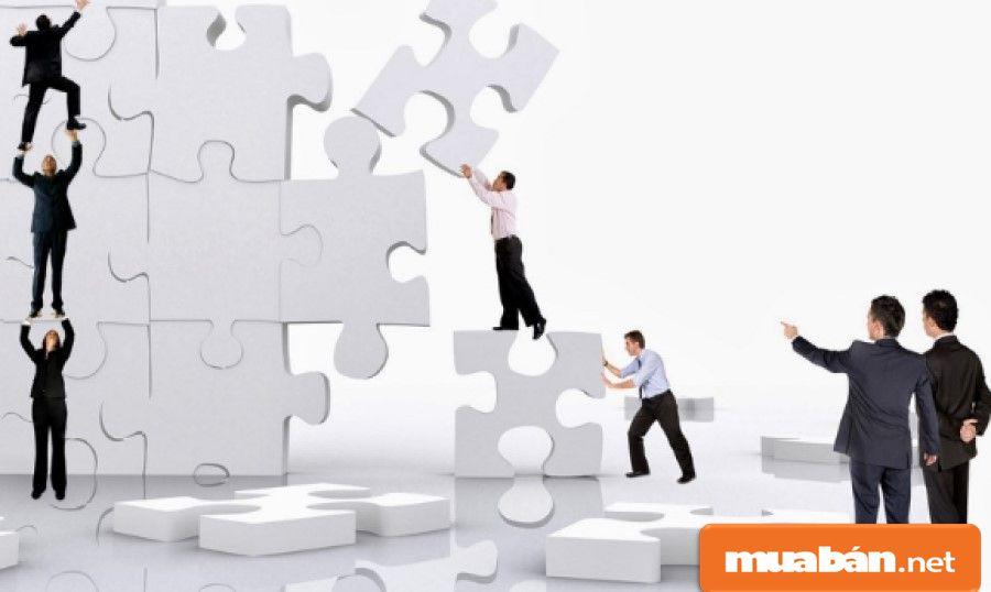 Bạn hãy sắp xếp công việc hợp lý cho các tài xế, tránh xảy ra mâu thuẫn nội bộ.