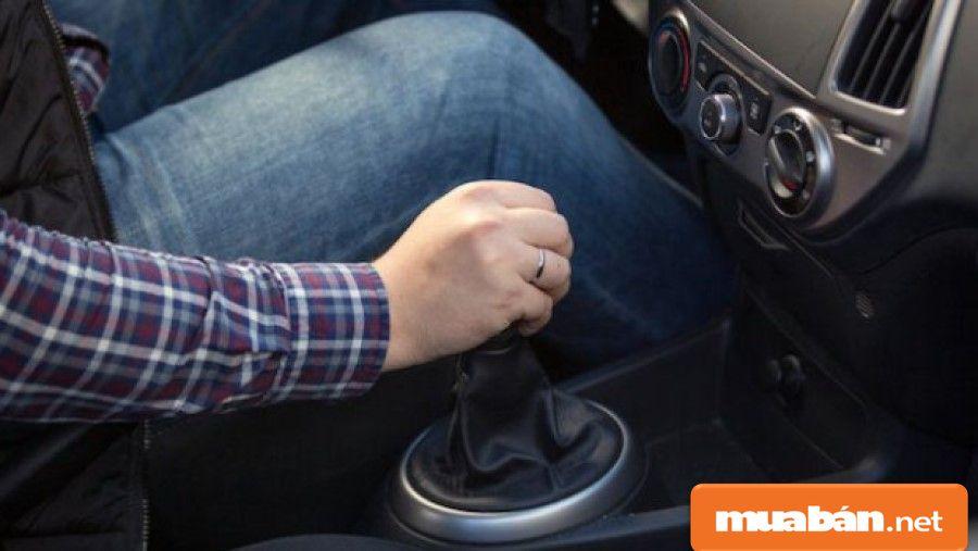 Tuyển lái xe, đặc biệt là lái xe tải, container luôn có yêu cầu tài xế phải là người có tính cẩn thận.