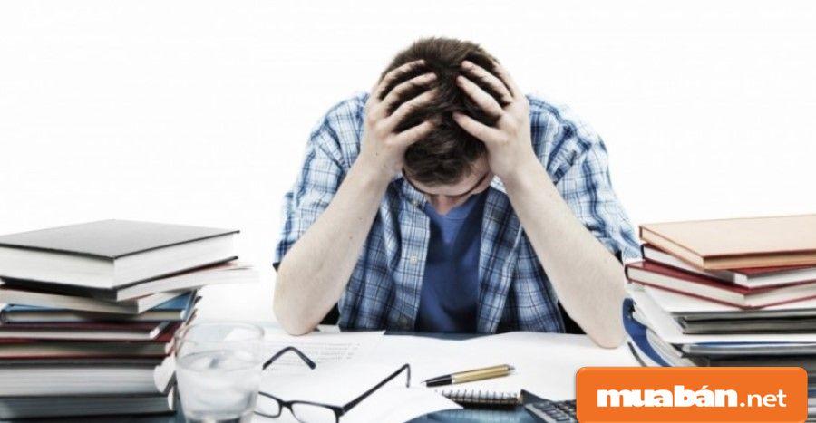 Bạn hãy cân bằng thời gian giữa việc học và đi làm, tránh quá tải nhé!