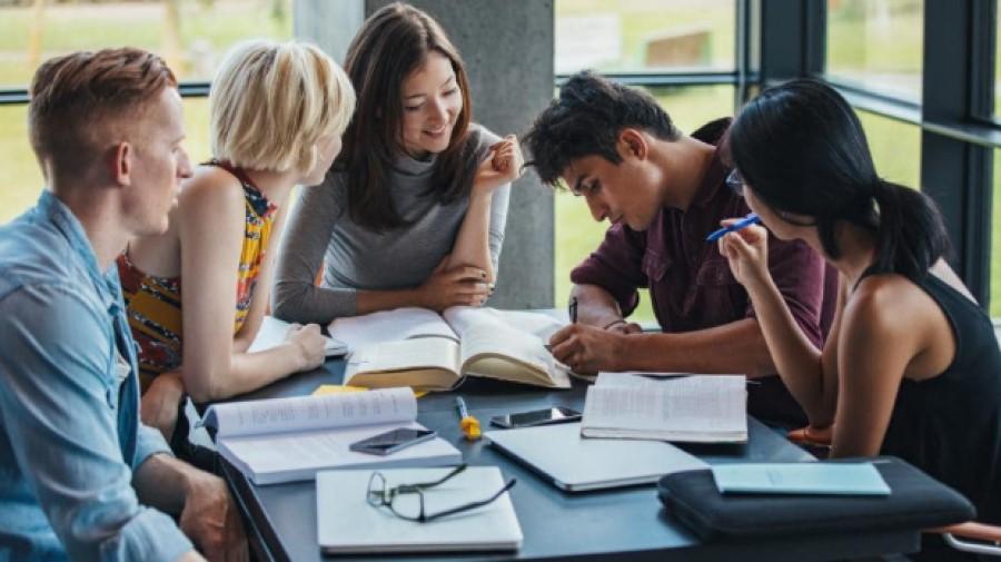 Giúp học sinh học cách sắp xếp và quản lý thời gian tốt hơn.