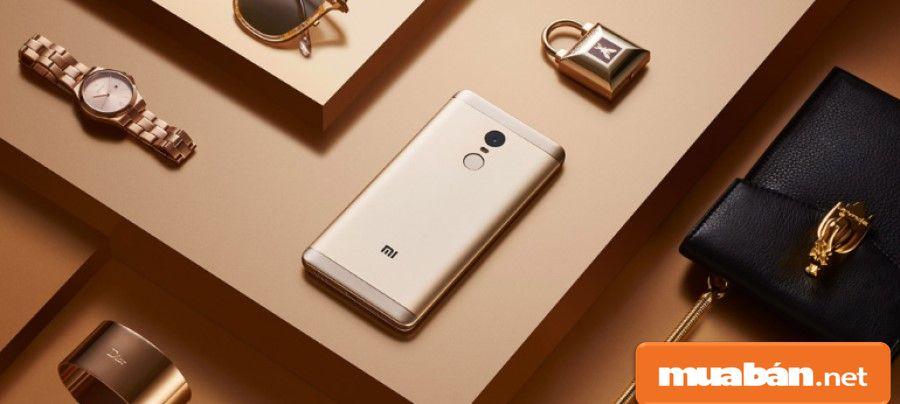 Tuy là điện thoại giá rẻ nhưng thiết kế của Redmi Note 4X khá trẻ trung, sang trọng.