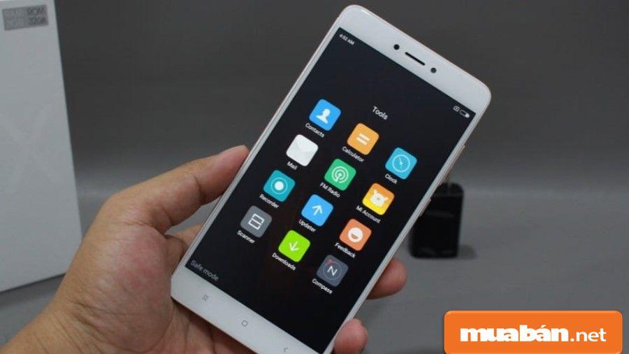 Nếu mua điện thoại cũ, bạn nhớ kiểm tra màn hình để xem cảm ứng còn nhạy hay không, có bị bứt vỡ gì hay không nhé!