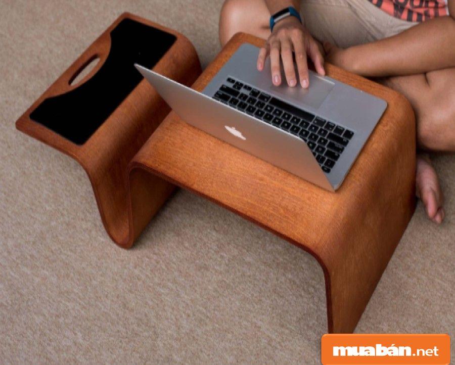 Bạn chọn bàn có kích thước thấp giúp tiết kiệm được nhiều hơn về không gian sử dụng.
