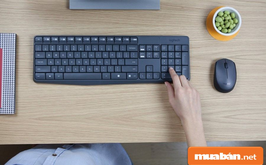 Bàn phím bình thường là loại bàn phím truyền thống mà bạn thường hay thấy nhất, được dùng trong giới văn phòng.