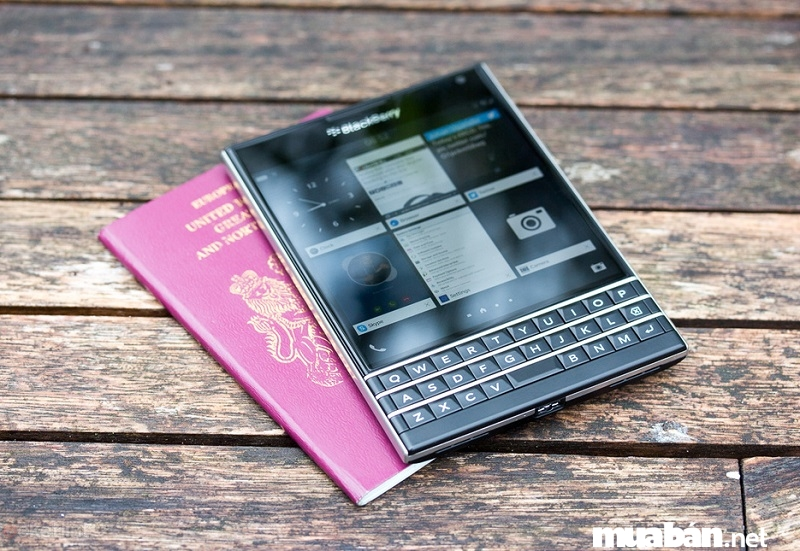 Ngoại hình độc, lạ của BlackBerry Passport