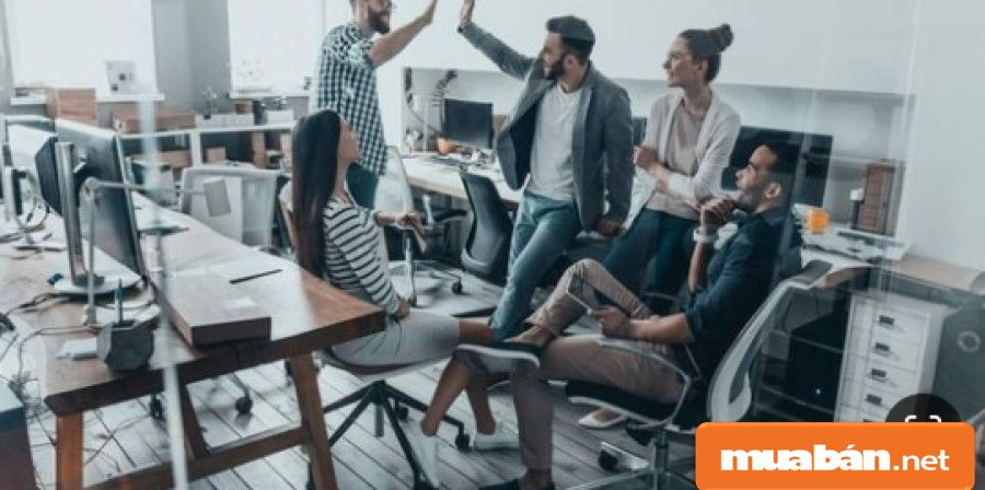 Co-working space là mô hình chia sẻ văn phòng làm việc với nhiều người trong nhiều lĩnh vực khác nhau.