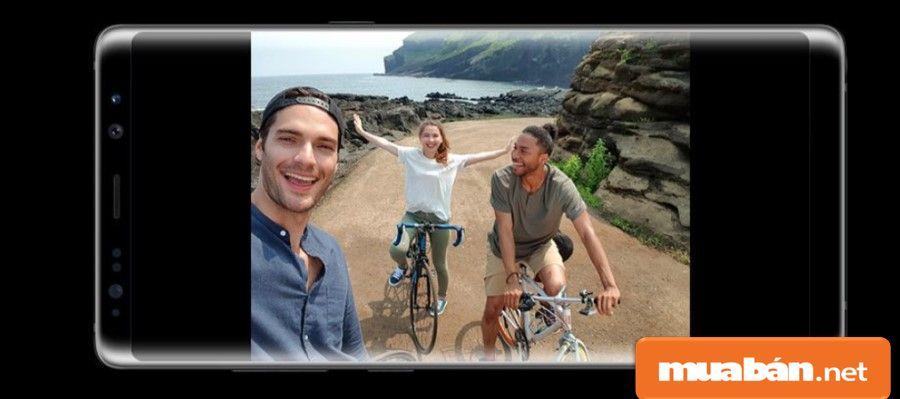 Camera trước hỗ trợ selfie ở góc rộng, giúp bạn bắt trọn những khoảnh khắc sống động một cách nhanh nhất.
