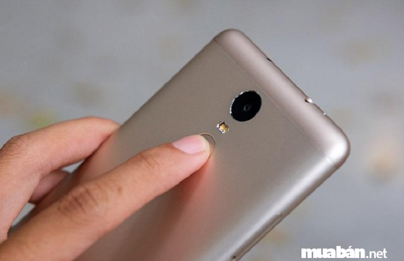 Redmi Note 3 Pro 16GB tích hợp cảm biến vân tay một chạm ở mặt lưng